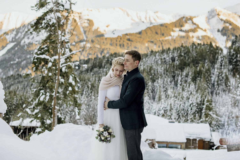 Damüls Winterhochzeit Innige Paarbilder